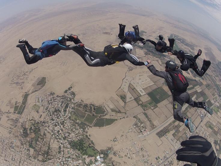 Miembros de la Aapal realizan maniobras sobre el cielo de Ica. (Foto: Luciano Mazzetti)
