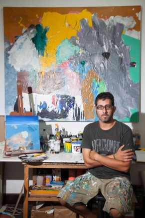Martín Alfaro en su estudio en Barranco (Foto: Augusto Escribens)